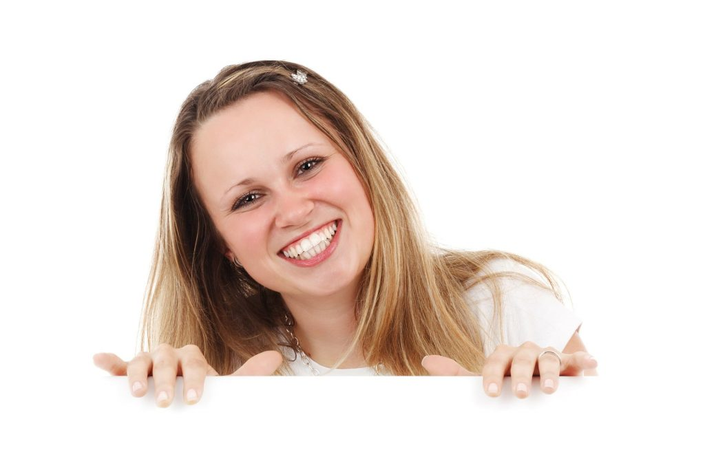INVISALIGN FOR STRAIGHTER TEETH_ NO BRACES, JUST VISIBLE RESULTS-min