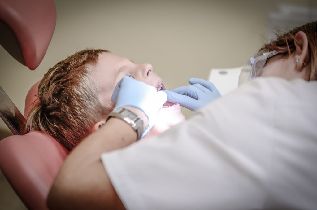 PARENTS MIGHT PASS ON DENTAL PHOBIA TO KIDS-min