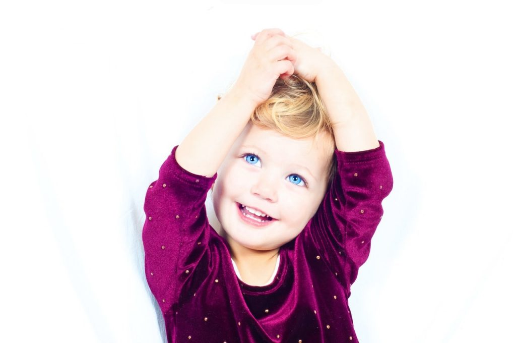 When Should Kids Start to Floss Their Teeth-min